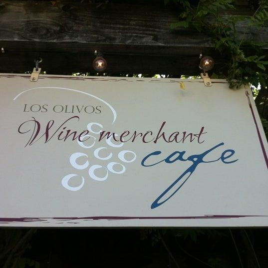 Foto scattata a Los Olivos Wine Merchant Cafe da Katrin il 8/29/2012