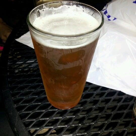 Foto diambil di Easy Bar oleh Eric C. pada 7/11/2012