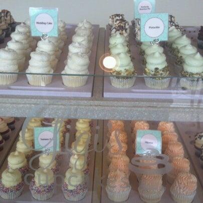 9/13/2012 tarihinde Ray R.ziyaretçi tarafından Gigi's Cupcakes'de çekilen fotoğraf