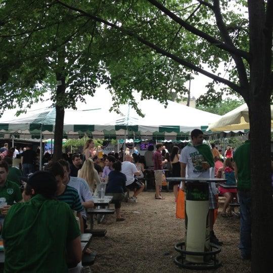 6/10/2012 tarihinde Rachel G.ziyaretçi tarafından Bohemian Hall & Beer Garden'de çekilen fotoğraf