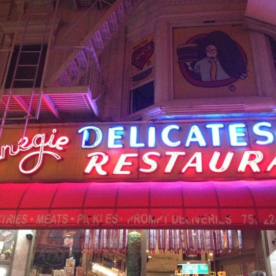 Foto tomada en Carnegie Deli por CanD-Ice B. el 8/29/2012