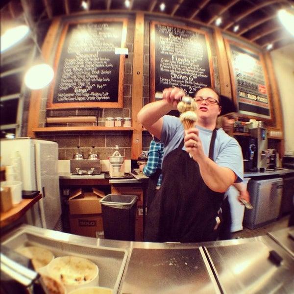 Das Foto wurde bei Salt & Straw von Lee B. am 2/19/2012 aufgenommen