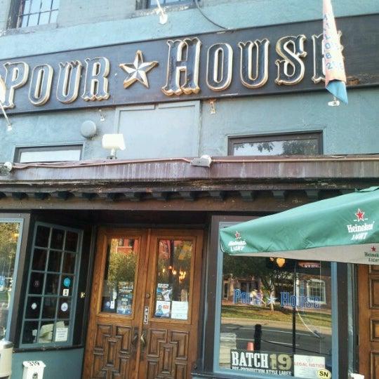 Photo prise au The Pour House par Dakota B. le8/23/2012