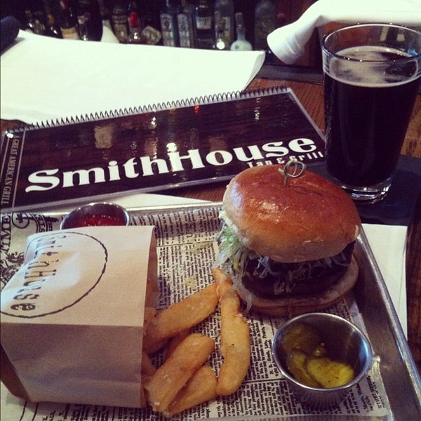 Foto scattata a SmithHouse - BBQ, Burgers, Brews da Ben B. il 5/2/2012