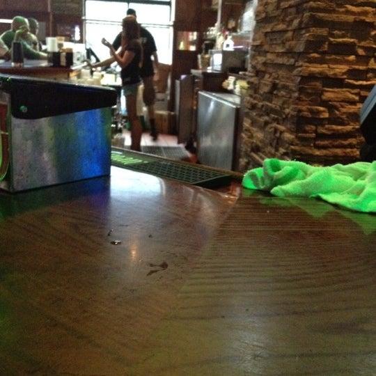 6/28/2012에 Joe R.님이 Sneaky Pete's에서 찍은 사진