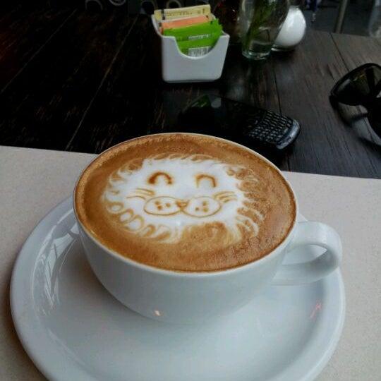 Foto tomada en Peponne Healthy Food & Bakery por Dania R. el 5/2/2012