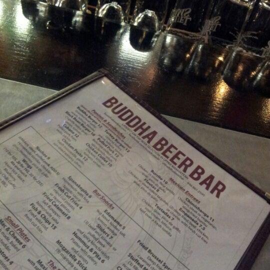 Photo prise au Buddha Beer Bar par Bill H. le8/25/2012