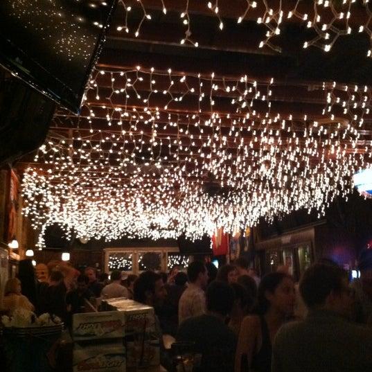 รูปภาพถ่ายที่ Lottie's Pub โดย RJW เมื่อ 5/26/2012