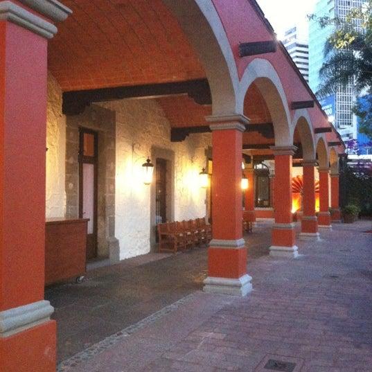 รูปภาพถ่ายที่ Hacienda de Los Morales โดย Sarah-Jane P. เมื่อ 5/30/2012