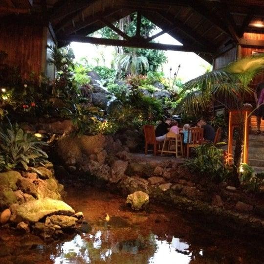 7/16/2012에 Kim P.님이 Duke's Kauai에서 찍은 사진