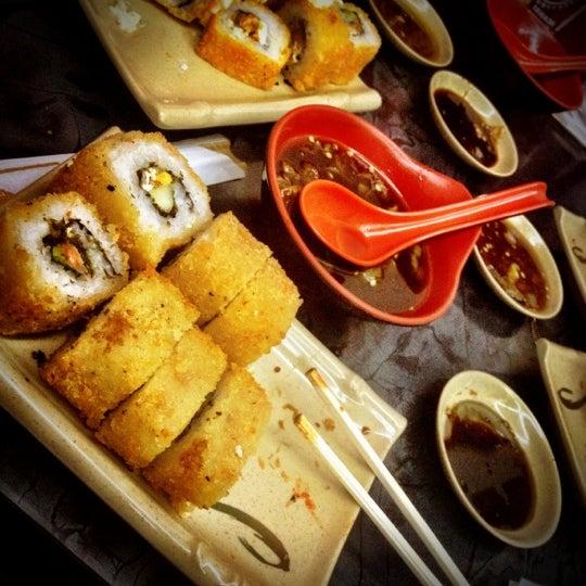 Foto scattata a Sushi Washoku da Aram il 7/18/2012