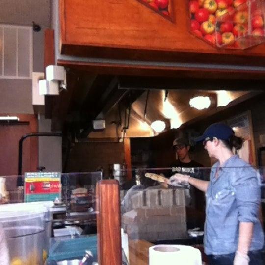 4/24/2012にjeremy p.がWolfnightsで撮った写真