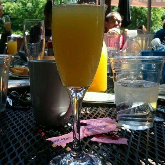 Das Foto wurde bei The Nook on Piedmont Park von Laurie am 4/22/2012 aufgenommen