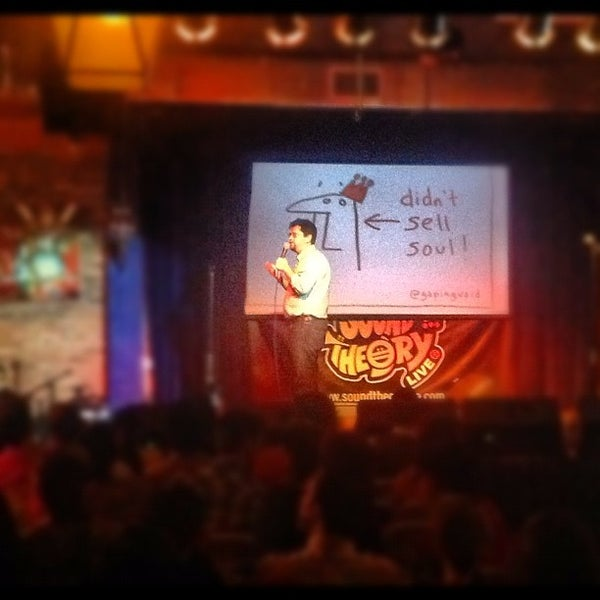 รูปภาพถ่ายที่ The Stage โดย Grant S. เมื่อ 5/30/2012
