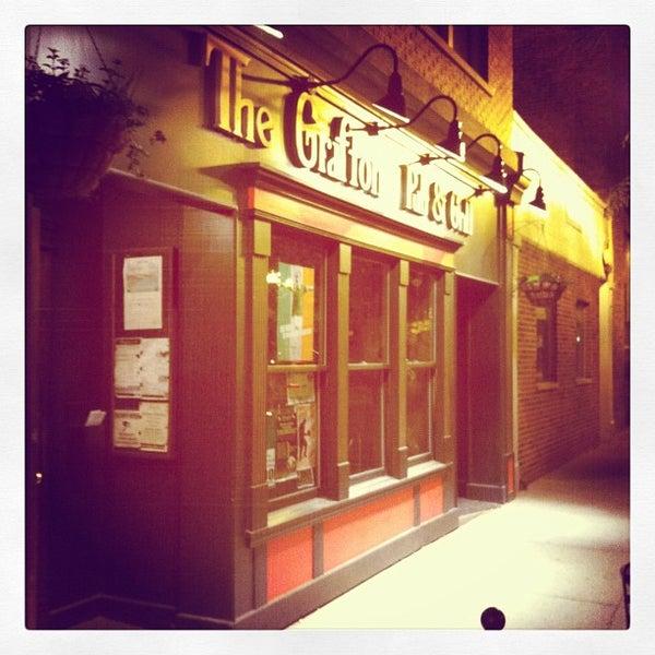 6/12/2012にJason B.がThe Grafton Irish Pub & Grillで撮った写真