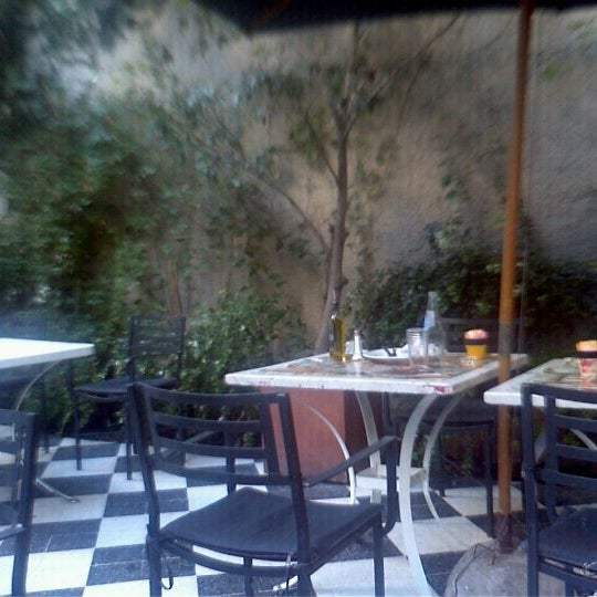 Foto scattata a Museo Evita Restaurant & Bar da Matias D. il 2/6/2012