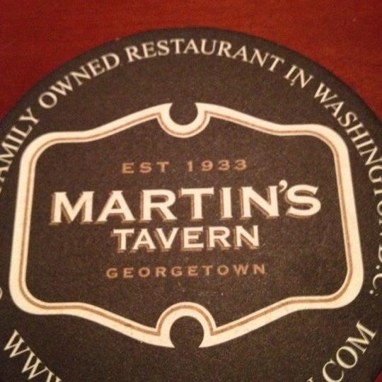 Foto tomada en Martin's Tavern por Beverly D. el 2/19/2012