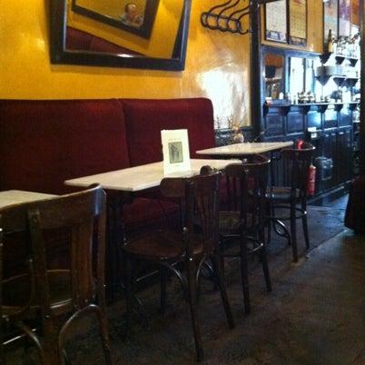 Photo prise au Café de Ruiz par Avelina F. le8/17/2012