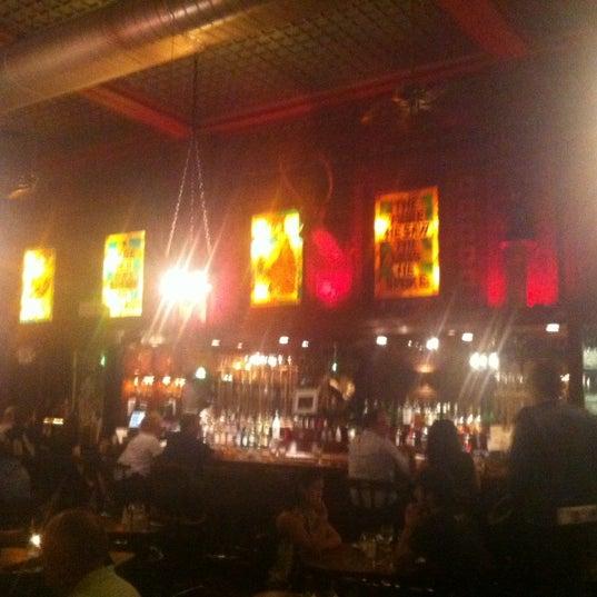 Foto diambil di The Owl Bar oleh joezuc pada 7/20/2012