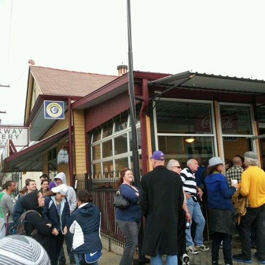 2/18/2012にJames M.がParkway Bakery & Tavernで撮った写真