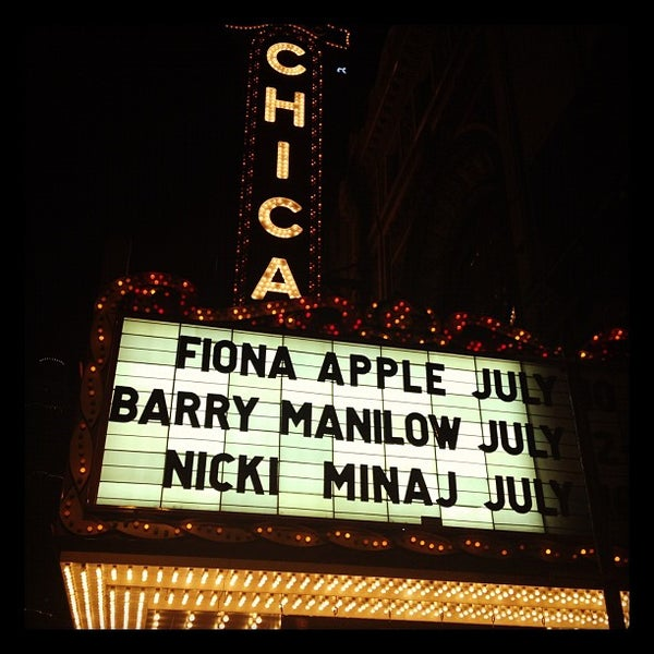 Foto scattata a The Chicago Theatre da James G. il 6/21/2012