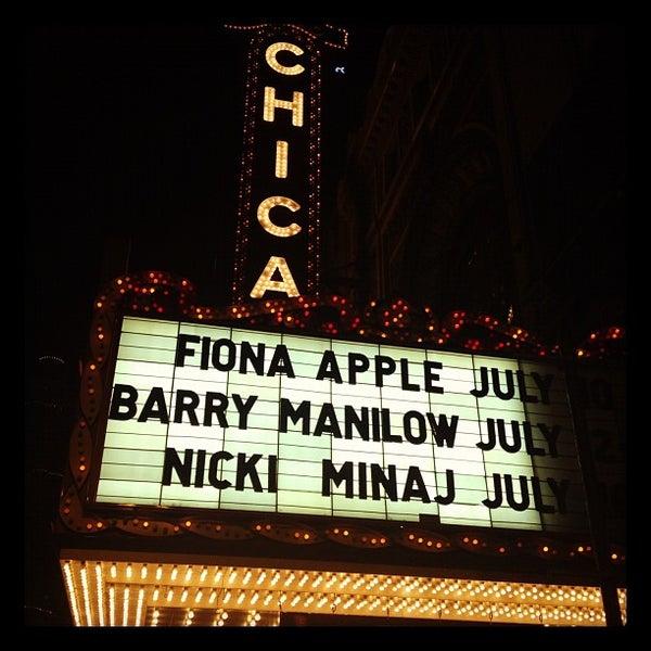 6/21/2012에 James G.님이 The Chicago Theatre에서 찍은 사진