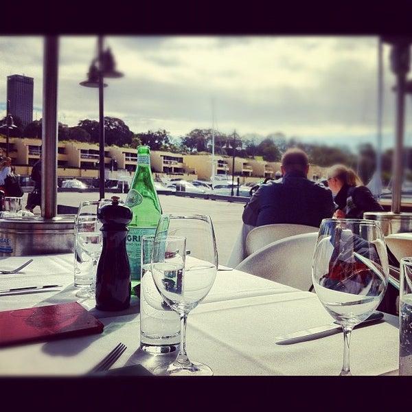 Foto scattata a Manta Restaurant da Caramelatte ☆. il 8/18/2012