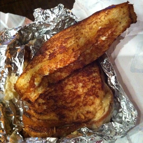 Foto tirada no(a) JoeDough Sandwich Shop por Michelle D. em 4/21/2012