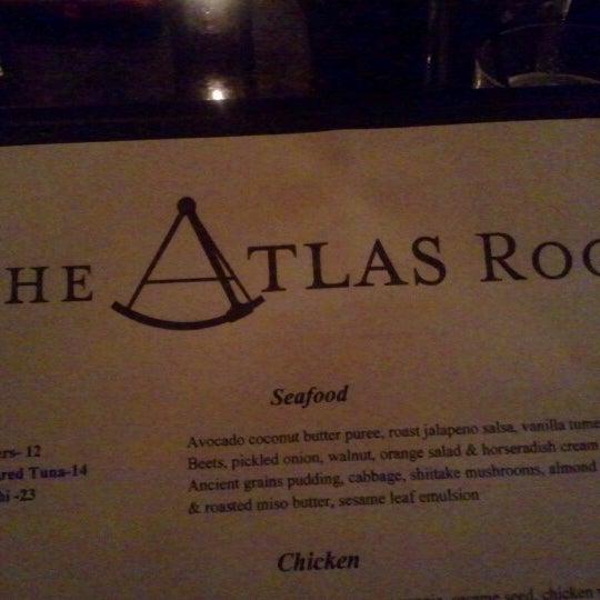 Das Foto wurde bei The Atlas Room von DM am 8/12/2012 aufgenommen