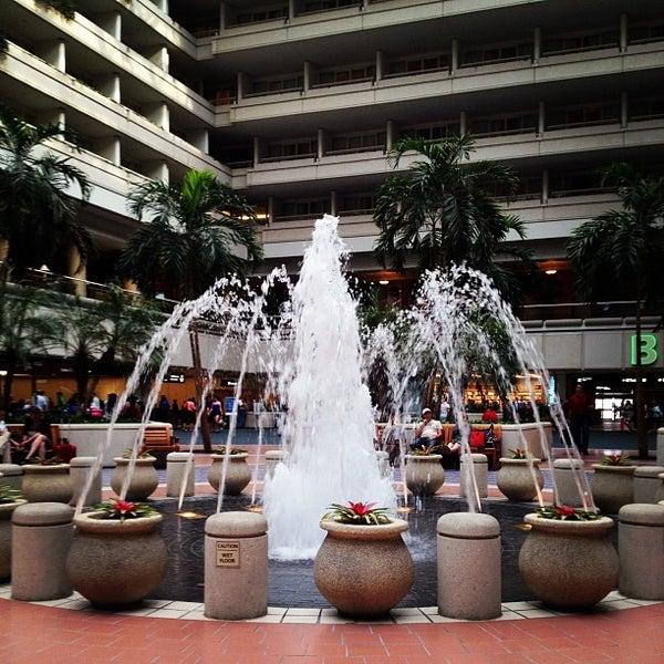 Foto tirada no(a) Aeroporto Internacional de Orlando (MCO) por Scott R. em 5/31/2012