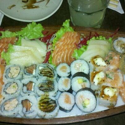 Foto tirada no(a) Kodai Sushi por Van Z. em 3/10/2012