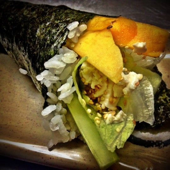 Foto scattata a Sushi Washoku da Aram il 8/4/2012