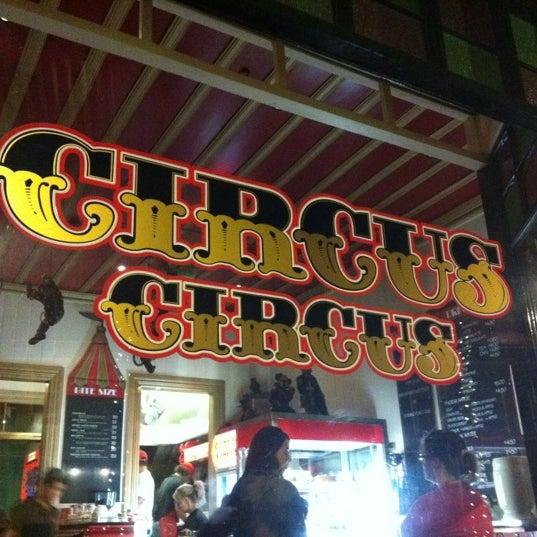 Foto tirada no(a) Circus Circus Cafe por Rachel E. em 2/18/2012
