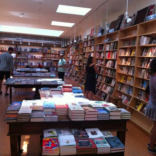 Das Foto wurde bei BookCourt von Juan R. am 6/3/2012 aufgenommen