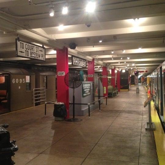 6/29/2012 tarihinde Tai K.ziyaretçi tarafından New York Transit Museum'de çekilen fotoğraf