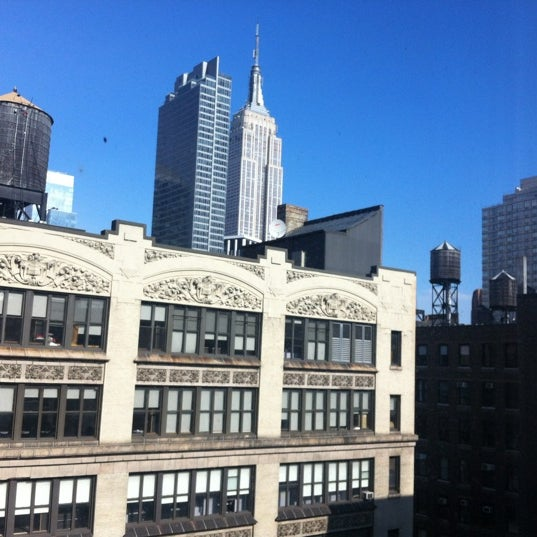 Foto tomada en Hilton New York Fashion District por Jeremy R. el 2/18/2012