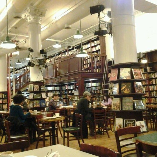4/2/2012 tarihinde Klaartje V.ziyaretçi tarafından Housing Works Bookstore Cafe'de çekilen fotoğraf
