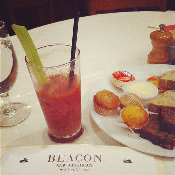 Das Foto wurde bei Beacon Restaurant & Bar von John Saeyong R. am 5/20/2012 aufgenommen