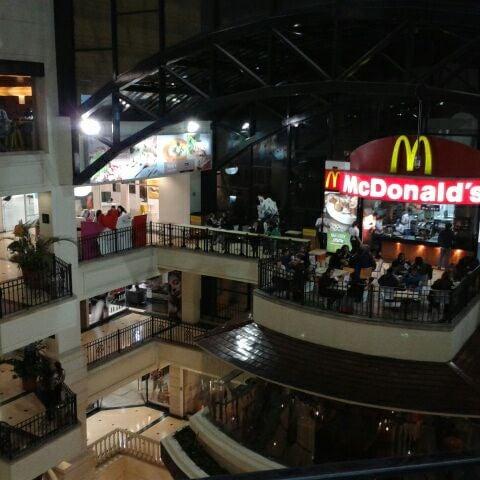 Foto diambil di Atlantis Plaza oleh Marcela V. pada 3/4/2012
