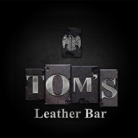Das Foto wurde bei TOM'S Leather Bar von Miguel Antonio P. am 2/25/2012 aufgenommen