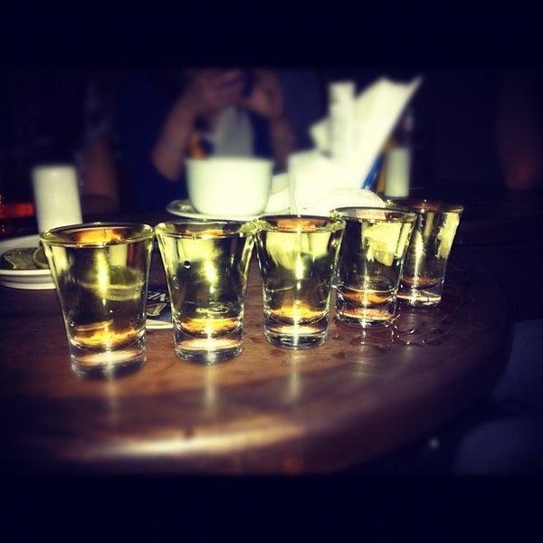 Foto diambil di All Black Irish Pub oleh Eduardo C. pada 4/6/2012
