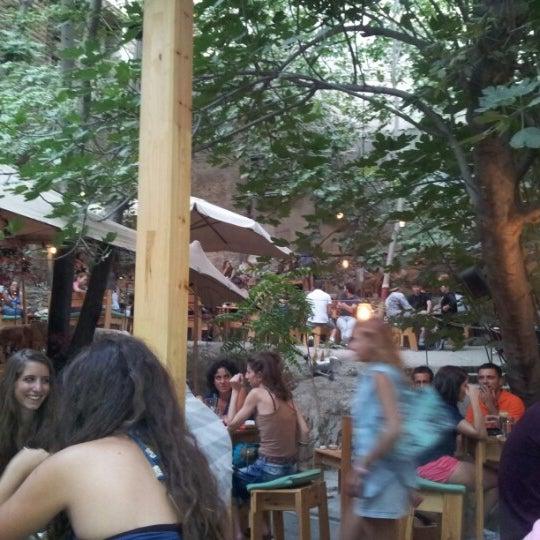 9/4/2012 tarihinde Efthimios M.ziyaretçi tarafından six d.o.g.s'de çekilen fotoğraf
