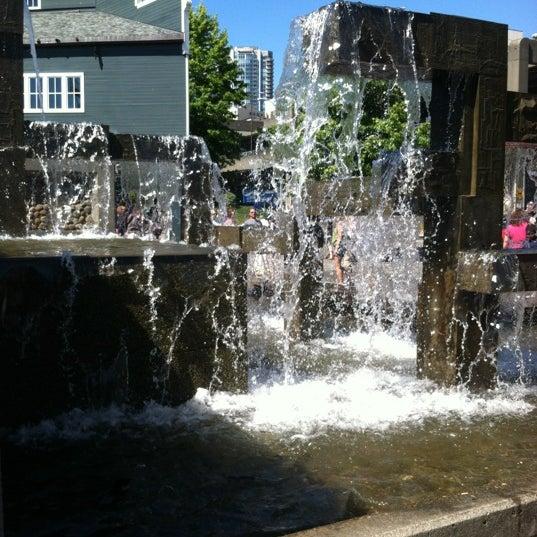 Das Foto wurde bei Waterfront Park von Jessica w/ E. am 8/4/2012 aufgenommen