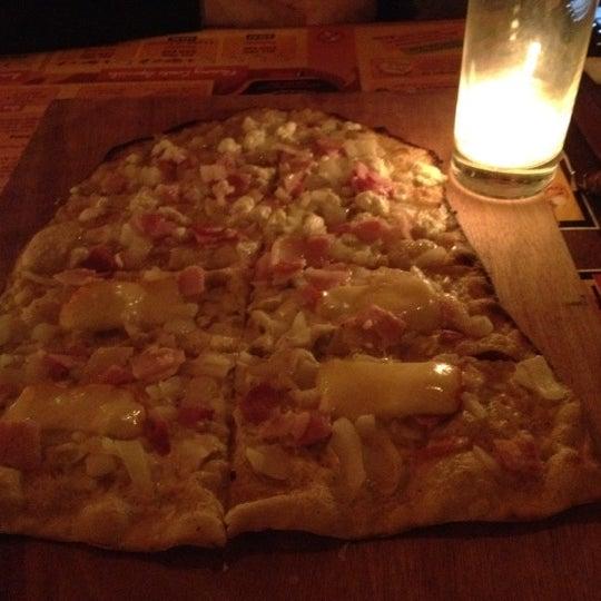 Das Foto wurde bei La Tarte Flambee von Joey F. am 3/14/2012 aufgenommen