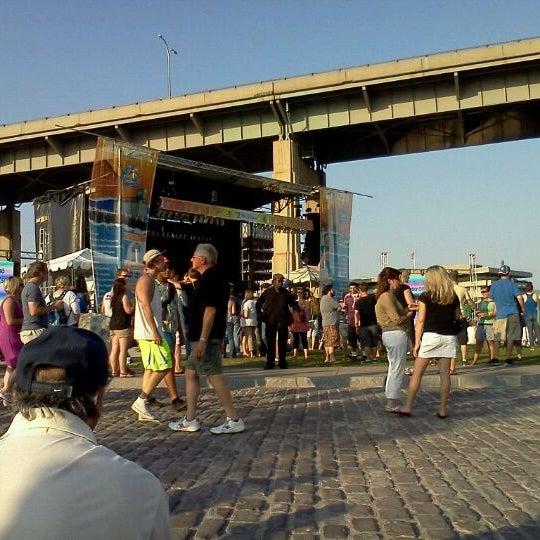 Foto diambil di Canalside oleh Jo D. pada 6/28/2012