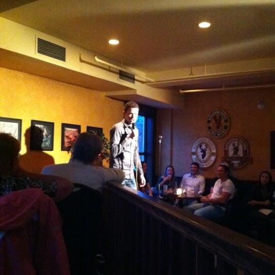 Foto scattata a The Old Triangle Irish Alehouse da Maureen K. il 4/20/2012