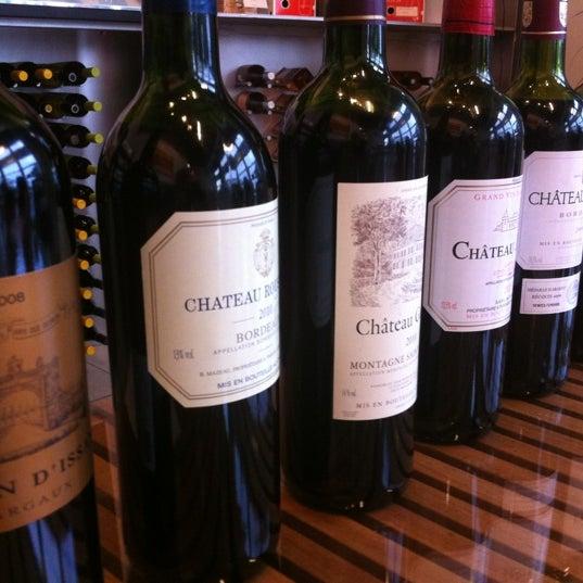 Foto diambil di Wine By The Bay oleh CB G. pada 5/31/2012