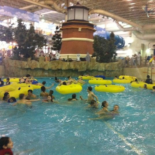 Foto tirada no(a) Water Park Of America por Lorna J. em 2/21/2012