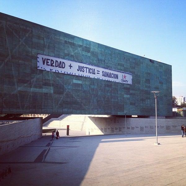 Foto diambil di Museo de la Memoria y los Derechos Humanos oleh David C. pada 9/2/2012