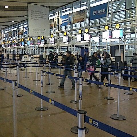 Foto tirada no(a) Aeropuerto Internacional Comodoro Arturo Merino Benítez (SCL) por Chinoy's em 8/22/2012